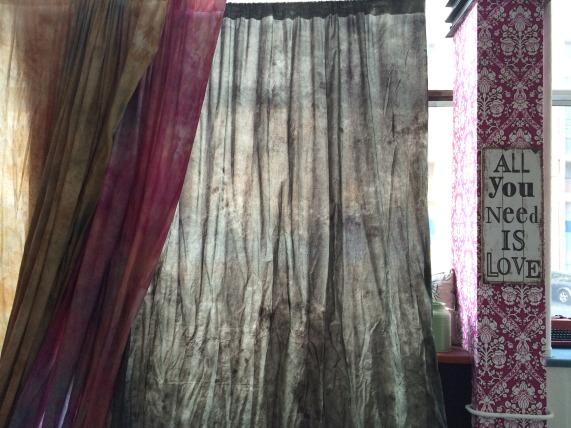 Тканные фоны в зале Loft